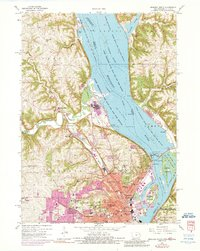 Download a high-resolution, GPS-compatible USGS topo map for Dubuque North, IA (1990 edition)